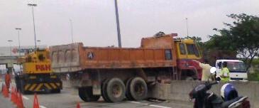 Truck stuck on a divider